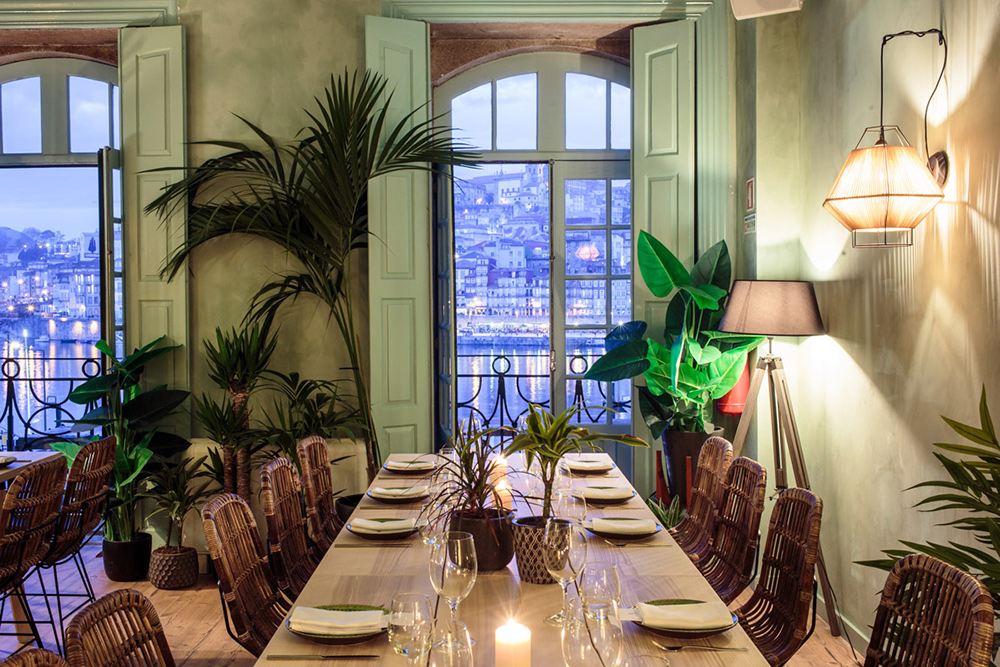 Private restaurant room with Porto and river view