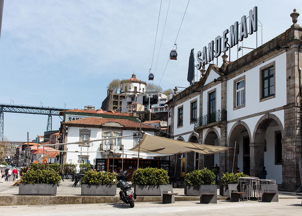 Sandeman terrace and bar