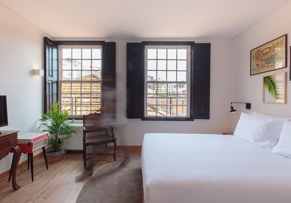 Hotel room in Porto with city view